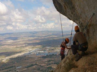 Hacer rápel en Alicante durante media jornada