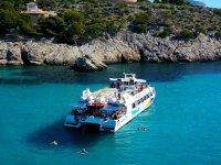 En catamarán por las calas de Mallorca