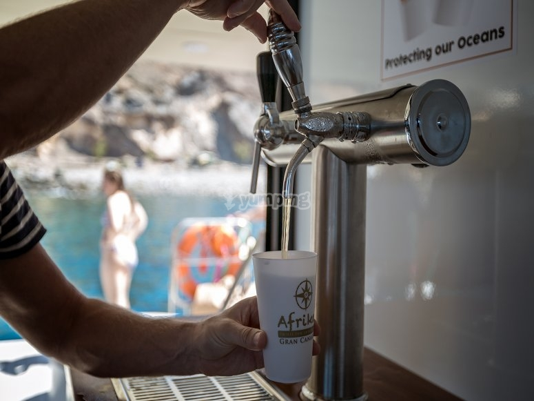 在双体船上用啤酒水龙头
