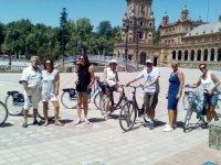 Con las bicis en la Plaza de Espana