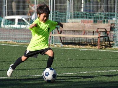 周末在马德里的英语足球课