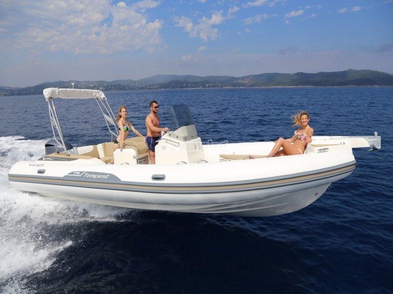 En barco por el Mar Mediterraneo