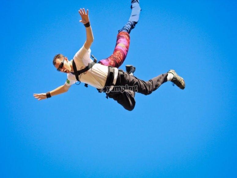 飞跃至65米