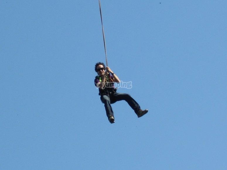 使用安全带跳跃