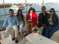 Brindando a bordo del barco gallego