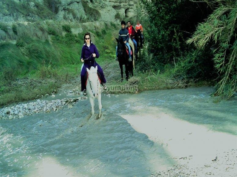 Cruzando el rio de la sierra