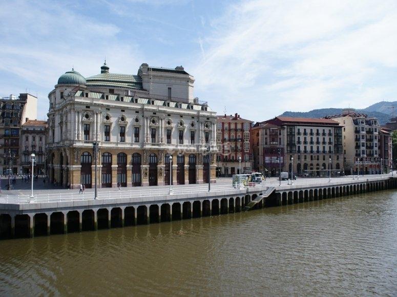 步行ria de Bilbao
