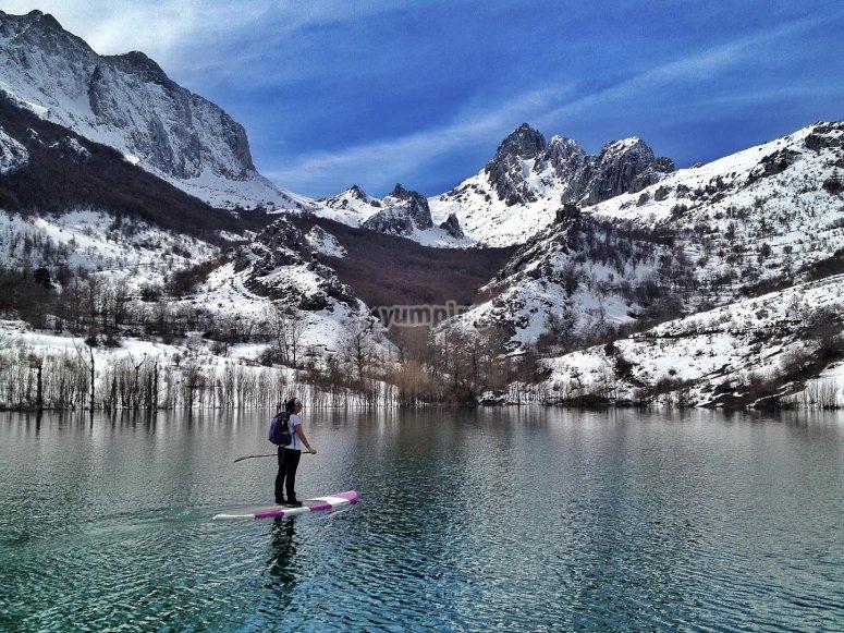 在湖上练习