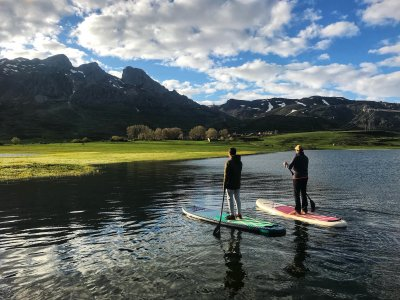 Stand Up Paddle sul Picos de Europa Mountain Lake