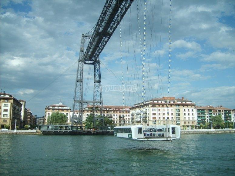 Puente de Vicaya desde el agua
