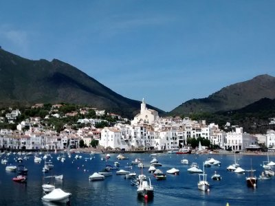 Navegar en barco por costas de Cataluña 8h 6 pax
