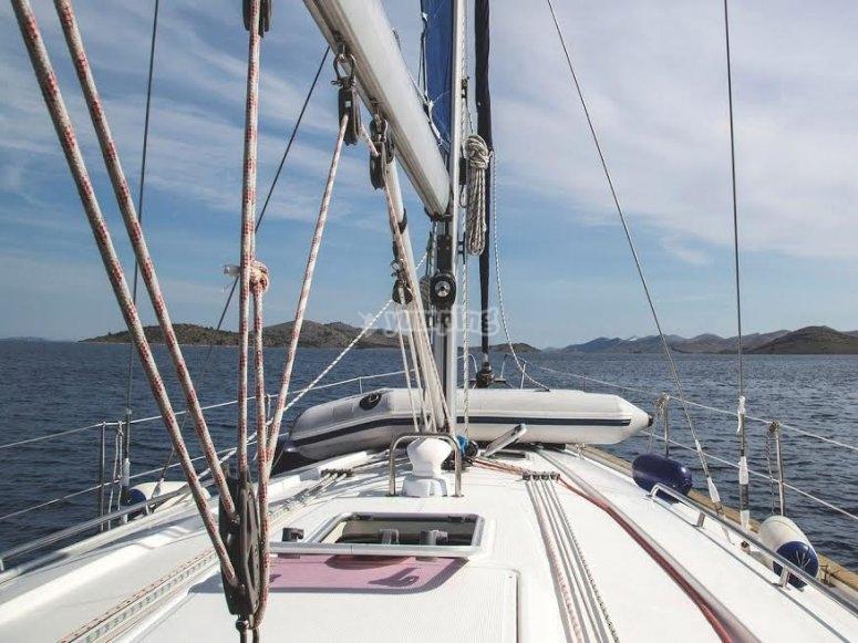 Moderna embarcacion para navegar