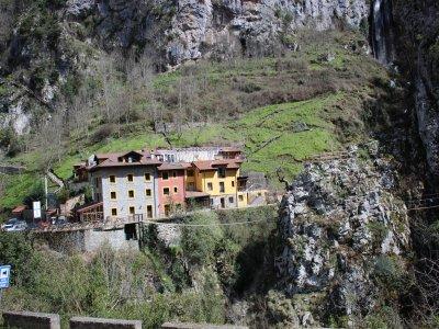 Vía ferrata y tirolina con alojamiento en Asturias