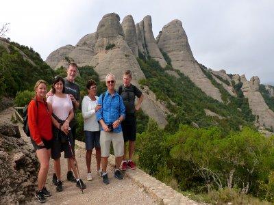 Ruta de senderismo por Montserrat con transporte