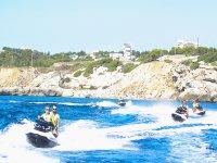 Escursione di diverse motociclette nautiche