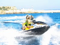 Accelerare la moto nel mare