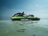 Moto sola en el mar