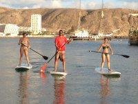 巴伊亚日洛杉矶Crisitianos桨冲浪在Crisitiano湾
