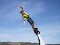 Inclinandose haciendo flyboard