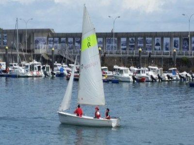 Paseo en barco de vela para 4 personas en Asturias