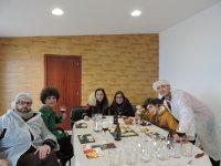 Amigos durante la cata en el Casar de Cáceres