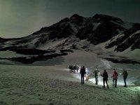 夜幕游览与雪靴