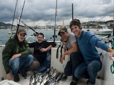 在圣塞瓦斯蒂安乘船与船长钓鱼3小时