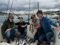 Pescando en grupo por Donosti