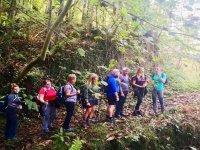 参加登山技术人员的徒步旅行者