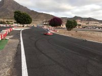 Kart en la recta del circuito