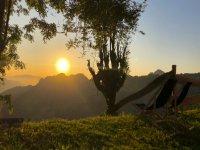 阿斯图里亚斯山脉之间的日落