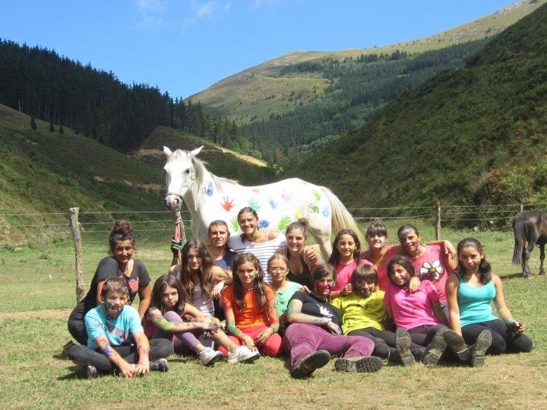 Foto de grupo con el caballo