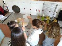 Sus primeros pinitos en la cocina
