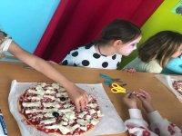Haciendo pizzas con los amigos