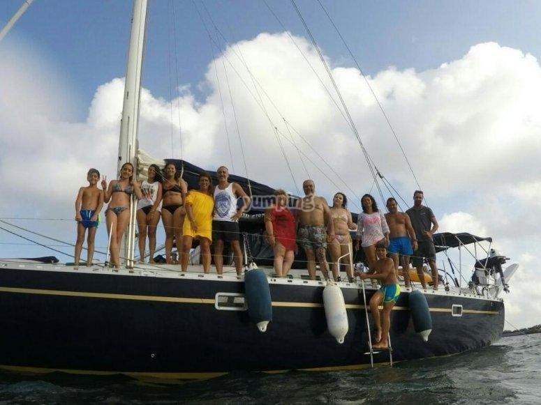 Todos en el velero