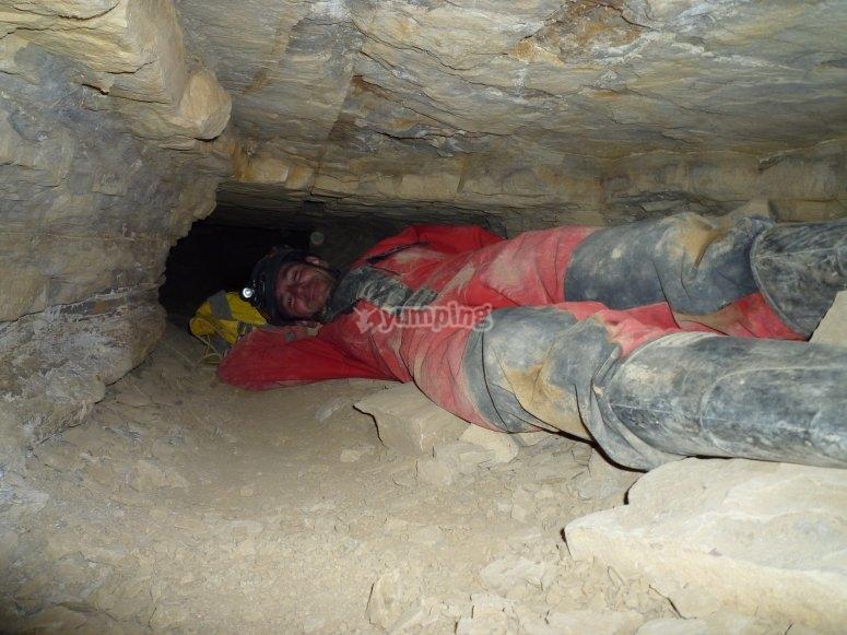 Descansando bajo la cueva