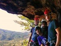 Un gran grupo de escaladores