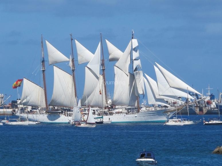 Impresionante barco de la armada