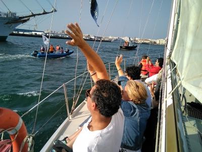 Paseo en velero para despedir a Elcano en Cádiz