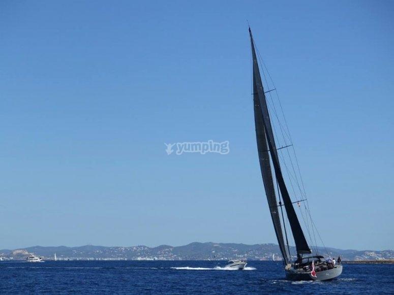 Grandes veleros en la carrera