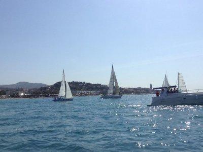 Regata su barche a vela per team building a Malaga