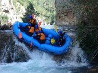 Cayendo por el salto de agua