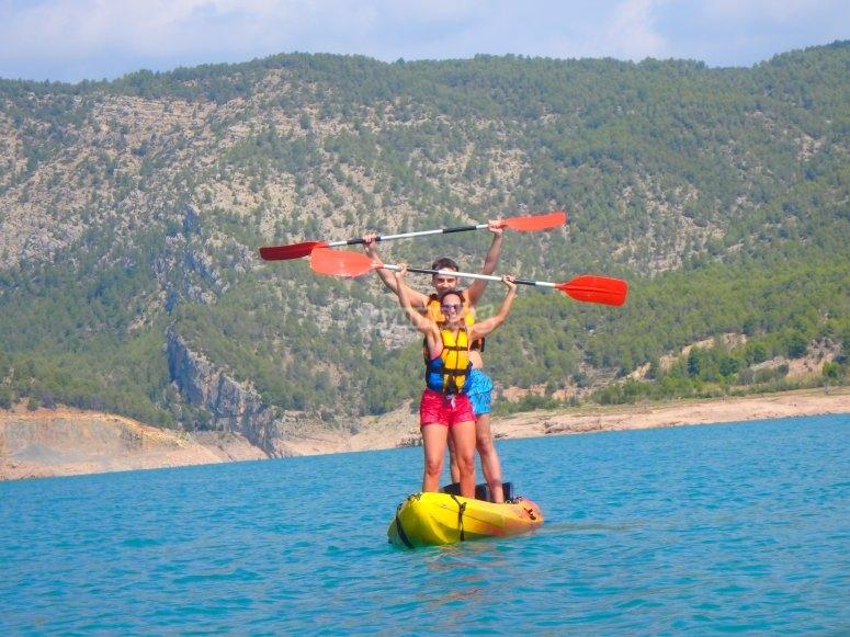 Kayak en el embalse de Arenoso