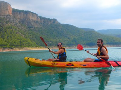 Kayaking in Arenoso reservoir in Montanejos