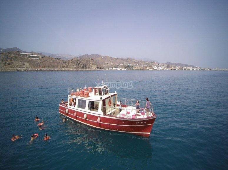 Navio para ochenta personas