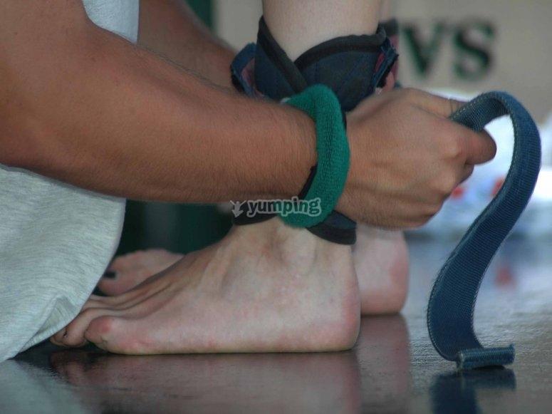 在脚踝举行的绳索
