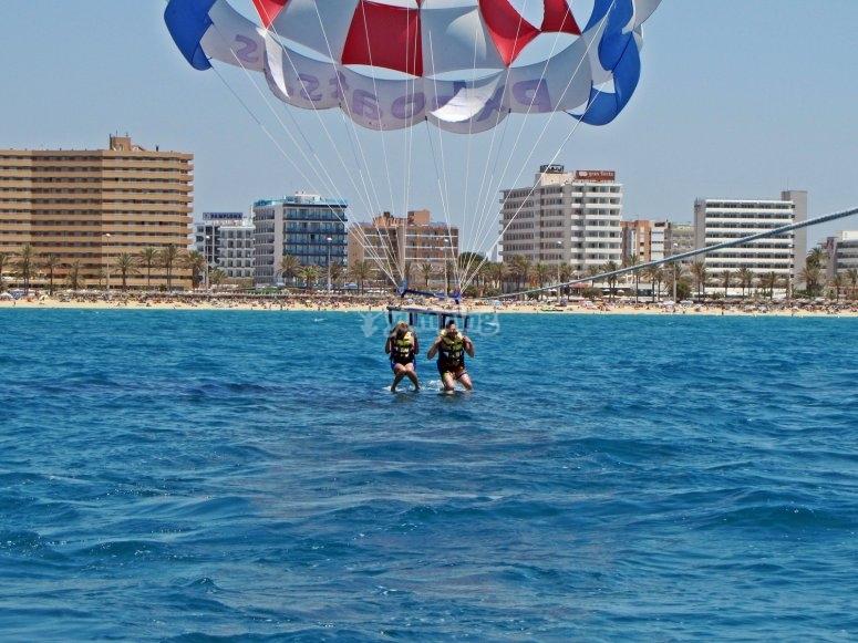 与滑翔伞滑翔伞