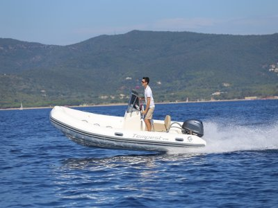 Alquiler de barco sin titulación en Ibiza de 1 día