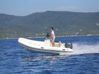 Barco a motor en Ibiza
