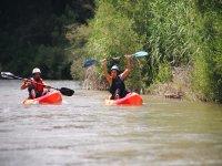 Subiendo el remo en el kayak